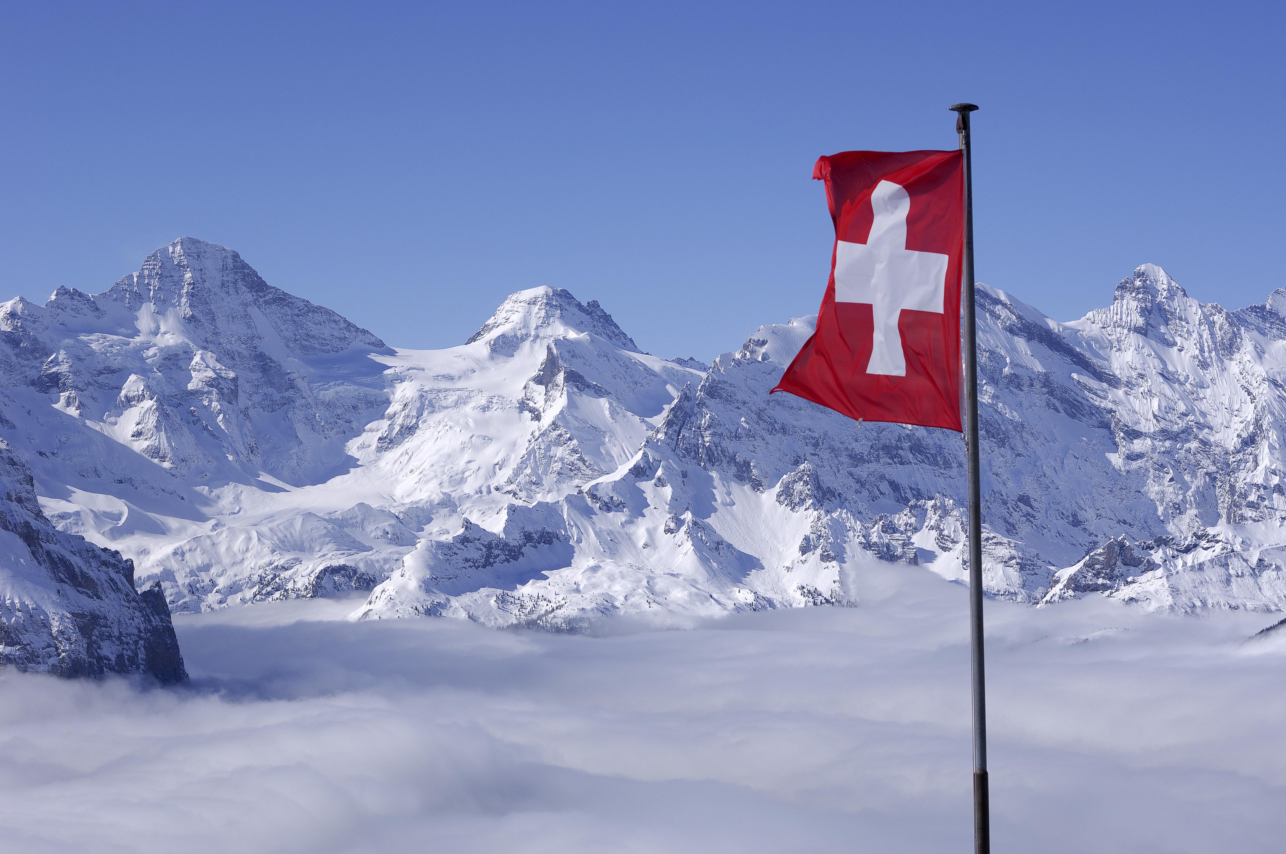 Grosshorn-Tschinggelhorn-with-Swiss-flag.jpg