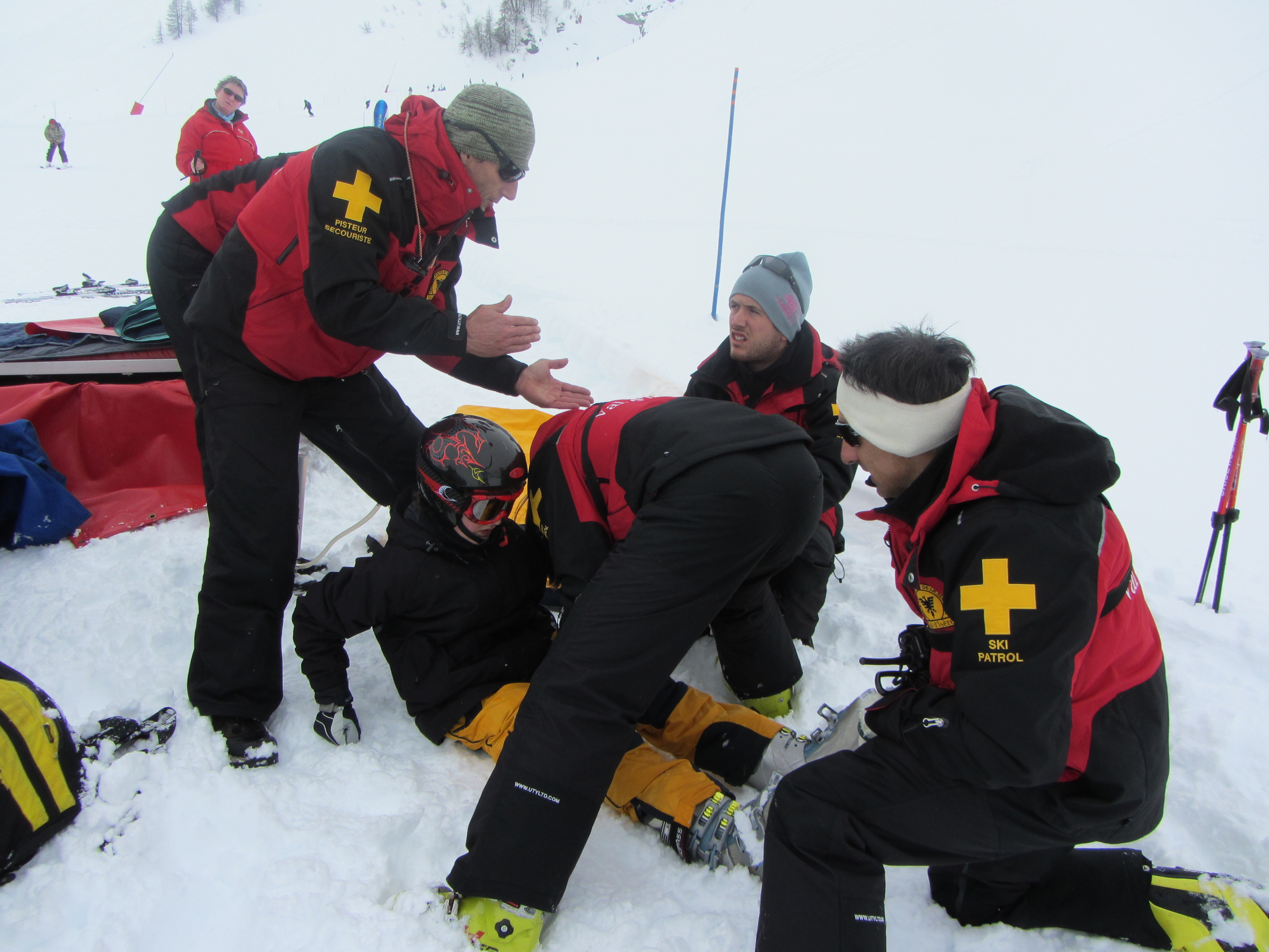 How to avoid knee injury while skiing