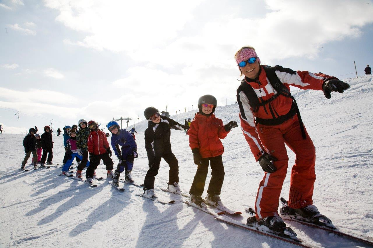 Displaying 20> Images For - Kids Skiing...