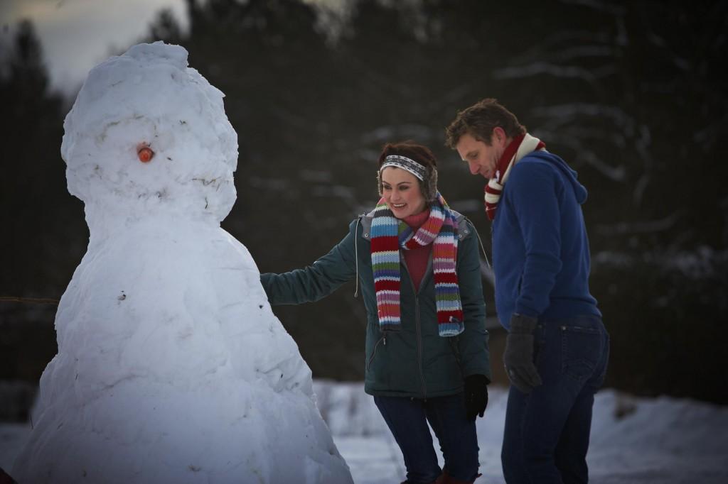 502-snow-person-couple-outdoor
